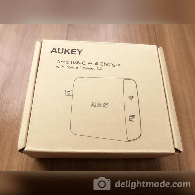 「Aukey USB-C PD対応 ACアダプター PA-Y10」のパッケージです。