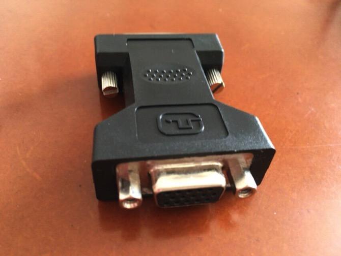 変換アダプターでDVIをD-Subに変換できます。