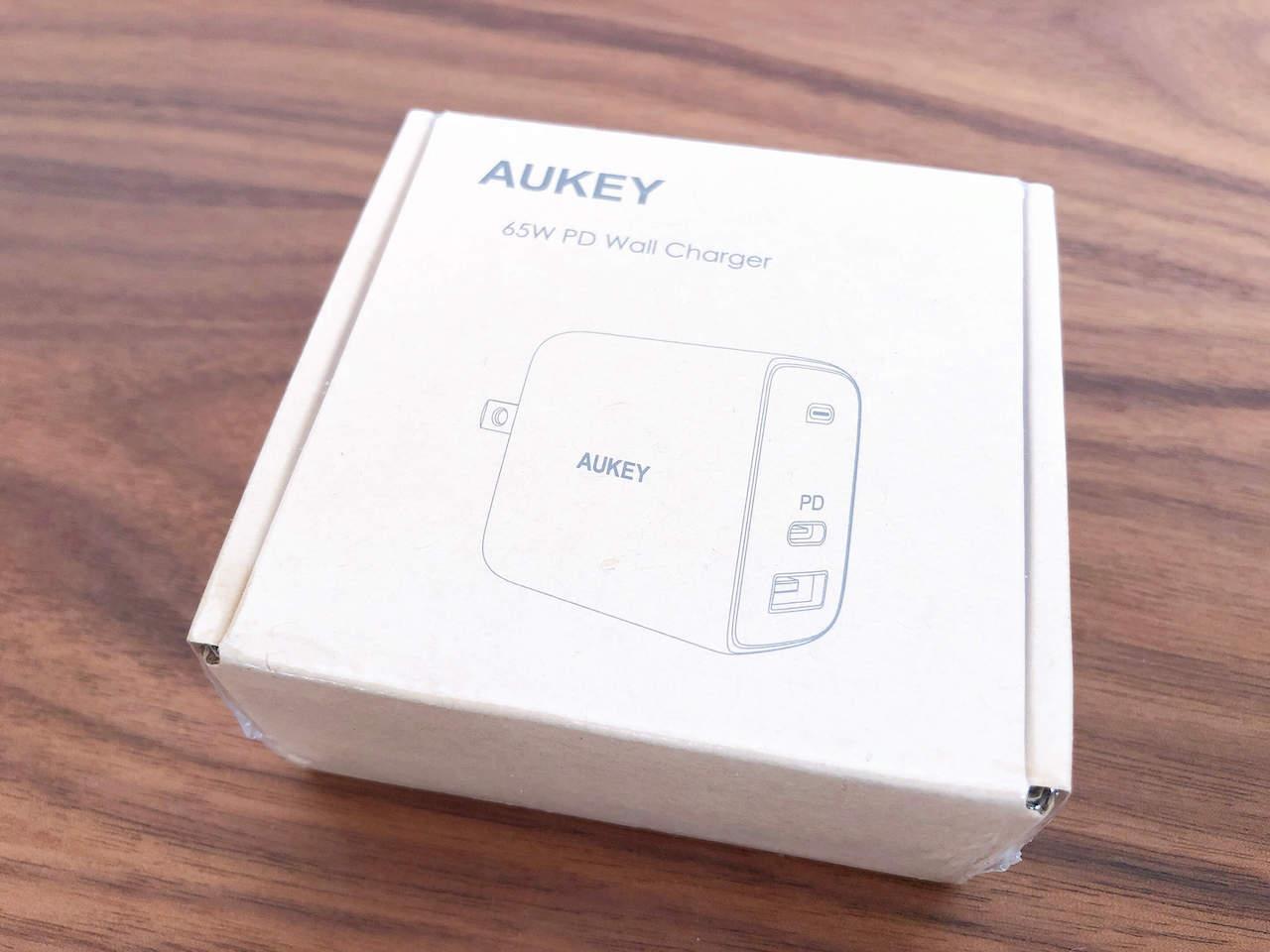 AukeyのUSB充電器「65W Omnia USB充電器 PA-B3」の写真です。