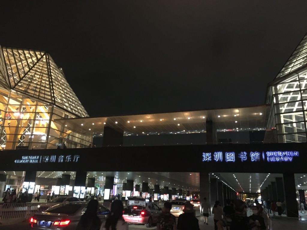 中国・深センの風景写真。少年宮駅の周辺です。